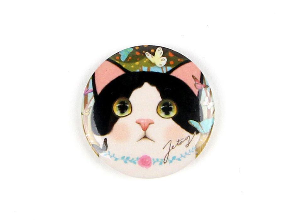 はちわれ猫のまん丸な瞳が魅力的なイラスト!<br>とってもかわいらしいミニマグネットです♪