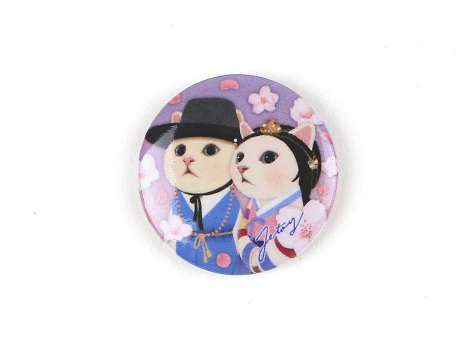 韓国伝統服に身を包んだ白猫のカップルが<br>印象的なミニマグネットです♪