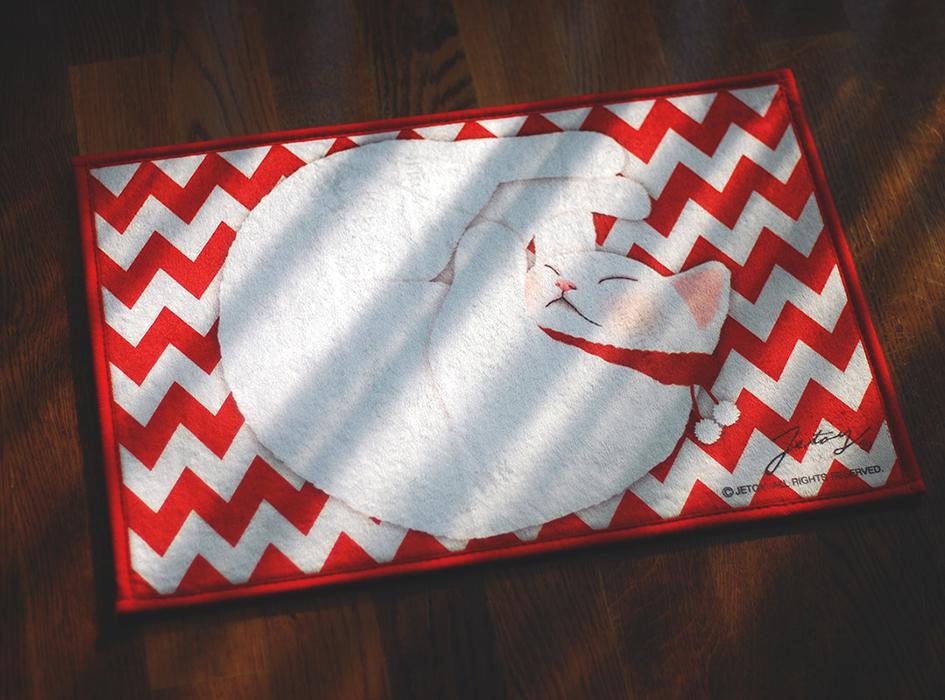 赤と白のジグザグなデザインに<br>思わず目を奪われる!<br>まどろむ猫が愛らしい<br>インテリアマットです◎