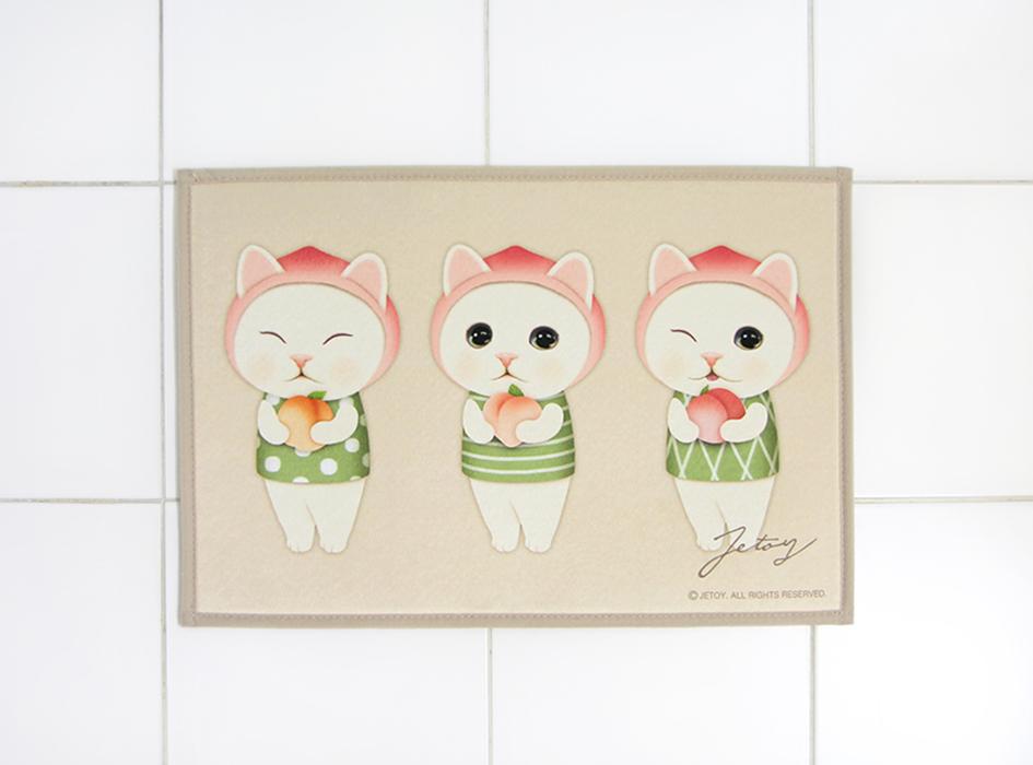 ピーチに扮した白猫がユニーク☆<br>お家のアクセントになる<br>インテリアマットです◎