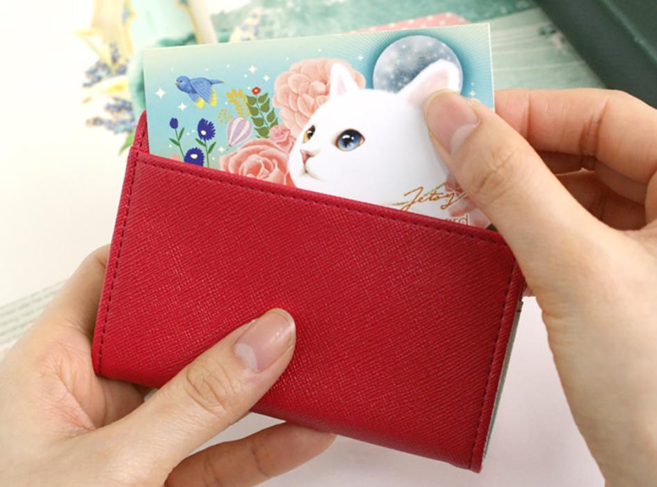 裏面にもポケットが付いているので、<br>よく使うカード類は<br>ここにしまうことができます♪