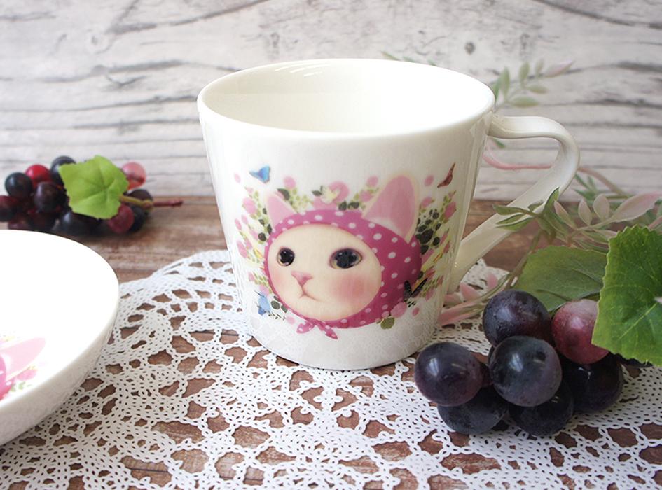 choo choo本舗のアイコン的存在の<br>人気キャラクター<br>【ピンクずきん】の<br>ミニマグカップ です♪<br>かわいらしいビジュアルは<br>見る人を癒すこと間違いなしです◎