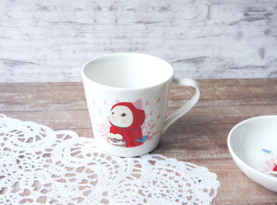 choo choo本舗の中でも<br>とっても人気の絵柄<br>「赤ずきん猫」の<br>ミニマグカップ ♪<br>メルヘンチックな雰囲気は<br>みているだけでほっこりします☆
