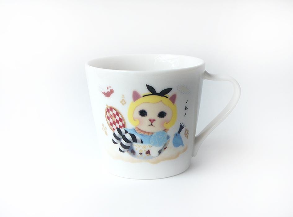 不思議で魅惑的なアリスの世界観を<br>見事に再現したミニマグカップは、<br>自分用に使うのはもちろん、<br>来客用として使うのにもおすすめ☆