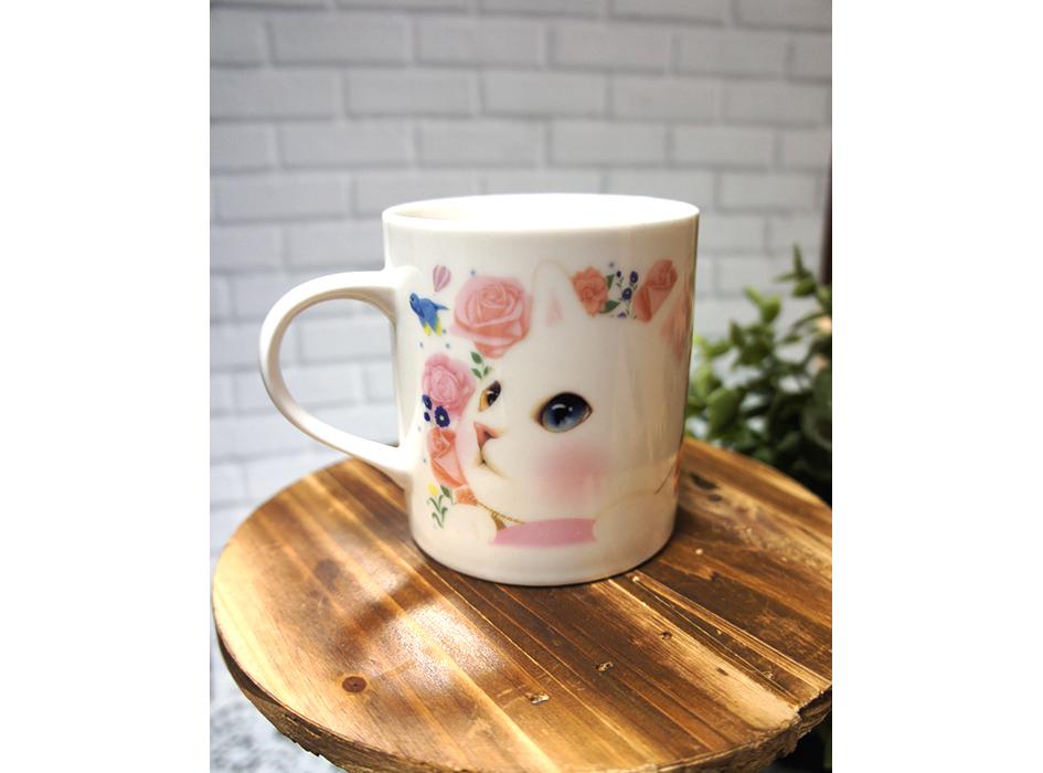 美しいオッドアイを持つ<br>白ネコが大胆にデザインされた<br>かわいいマグカップ☆