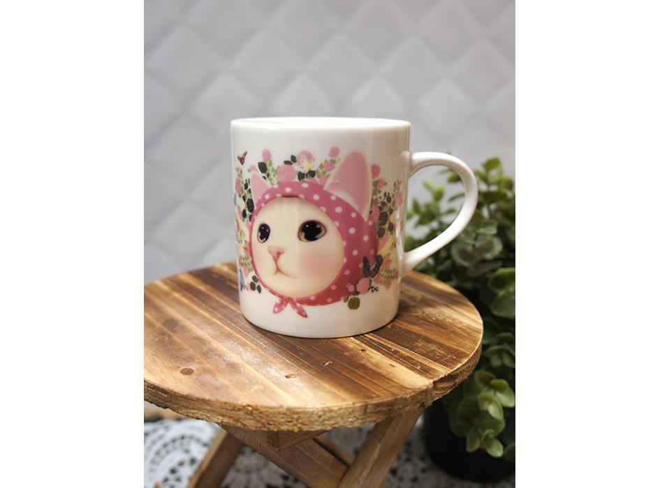 ピンクずきん猫が<br>大胆にデザインされた<br>かわいいマグカップ♪