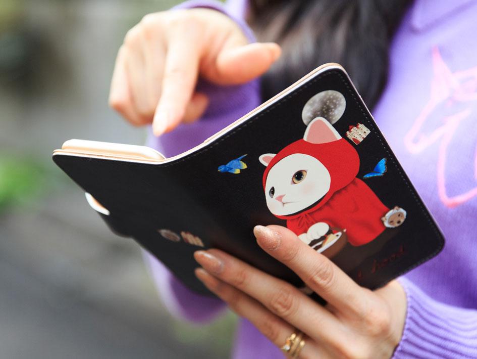 持ちやすく使いやすい<br>安心の手帳型です♪<br>(※写真は別の柄のものです。)