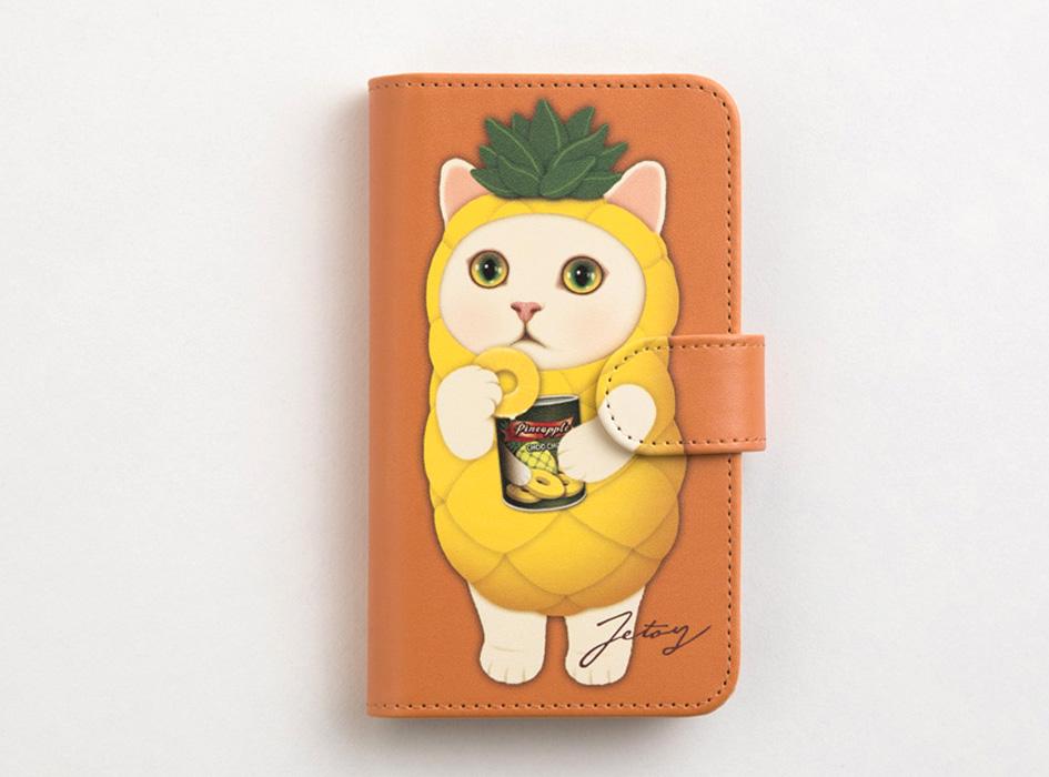 キャメルのベースカラーに<br>パイナップル猫のイラストが印象的!<br>個性あふれる手帳型のスマホケースです♪