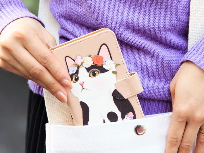 白黒ねこが大胆にデザインされた<br>キュートな猫のスマホケース ♪