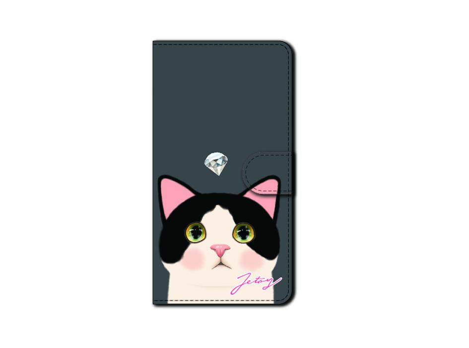 "<div class=""red"">【猫のスマホケース カスタム<br> 受注会】開催中!</div><br>白黒猫のうるうるとした瞳が<br>なんとも愛らしいデザインの<br>手帳型スマホケース(^^)<br><br>※商品の写真および画像はイメージです。<br> 実際の商品とは異なる場合があります。"