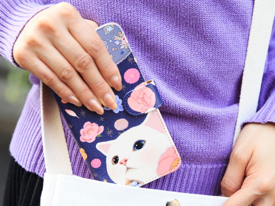 毎日持ち歩くスマホケース♪<br>ぜひお気に入りの<br>choo choo猫の絵柄を<br>持ち歩いてくださいね☆<br><br>※写真はLサイズの別の柄のものです。