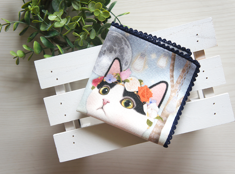 四つ折りにしても、<br>かわいいはちわれ猫ちゃんが見える、<br>ナイスなデザインです。