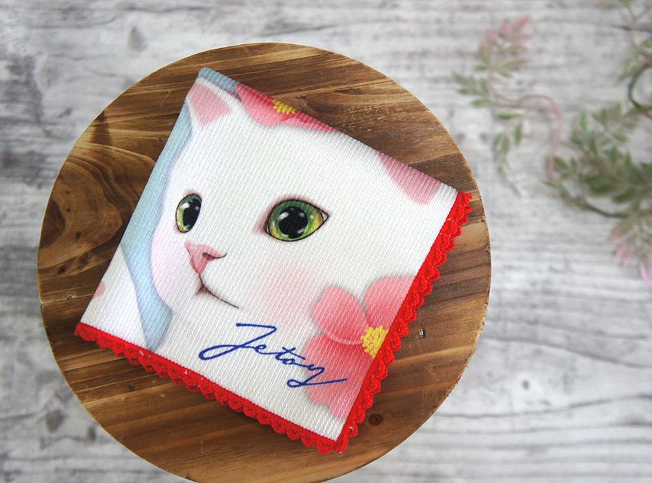 四つ折りにすると、白猫と目が合う!<br>控えめなベゴニアがかわいい♪