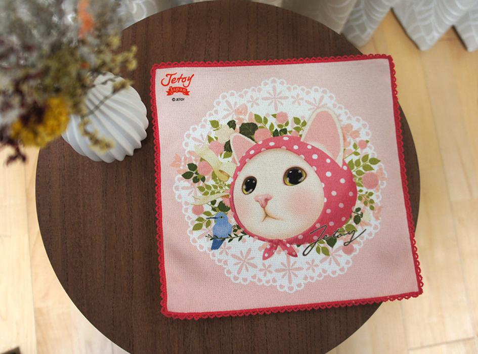 ピンクずきん猫が<br>大胆にデザインされた<br>ラブリーなタオルハンカチ♪