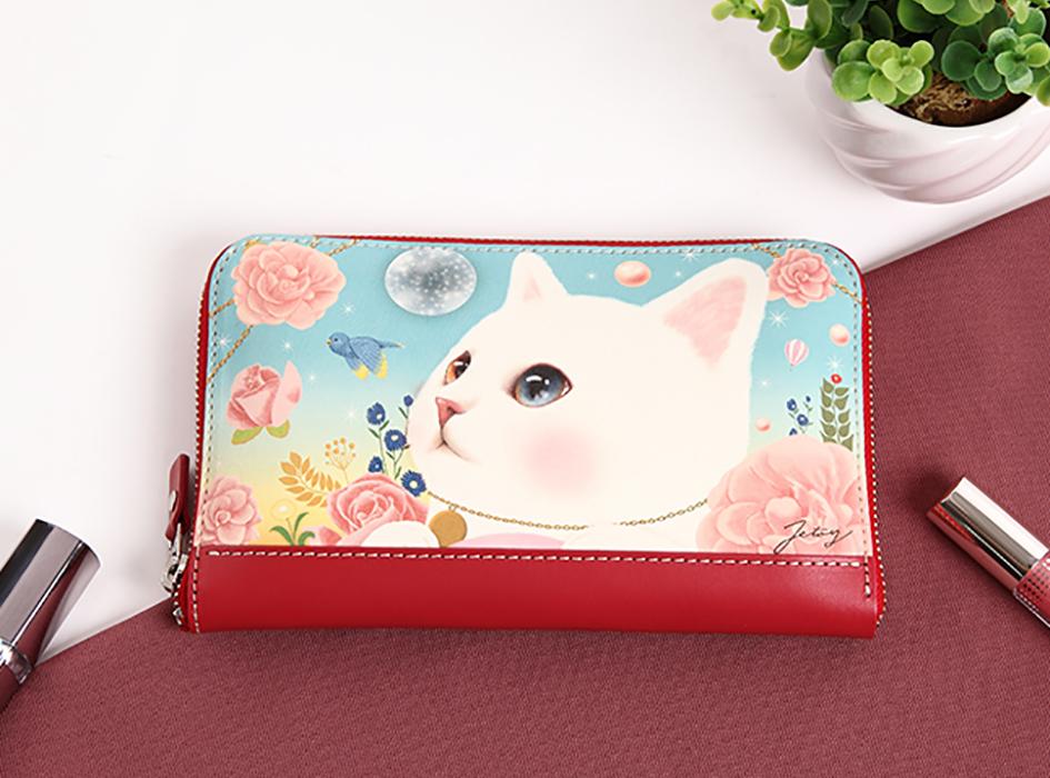 オッドアイの瞳を持つ、白猫が描かれた<br>幻想的な世界観がステキ♪<br>高級感のある長財布です。