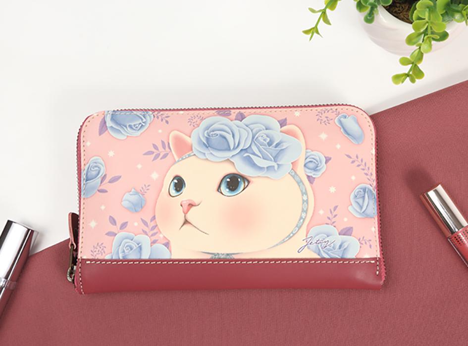 上品で美しいブルーローズと<br>青い瞳がキレイな白猫のデザイン♪<br>高級感のある長財布です。