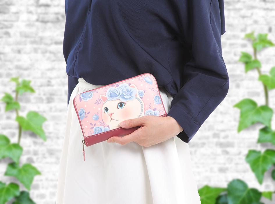 大きめサイズなので、<br>クラッチのようにお財布だけ持って、<br>ランチやお買い物に行くのもいいですね♪