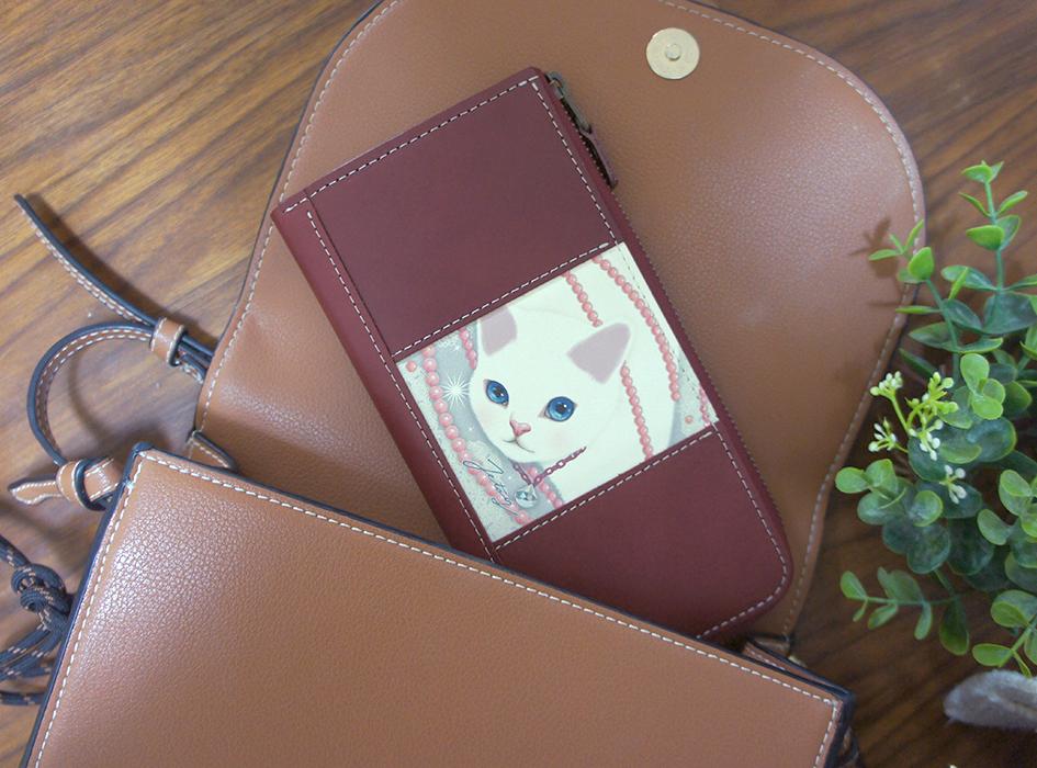 バッグにもスマートに収まる<br>ちょうどよいサイズ感♪<br>普段使いしやすい<br>デザインがうれしいですね(^^)