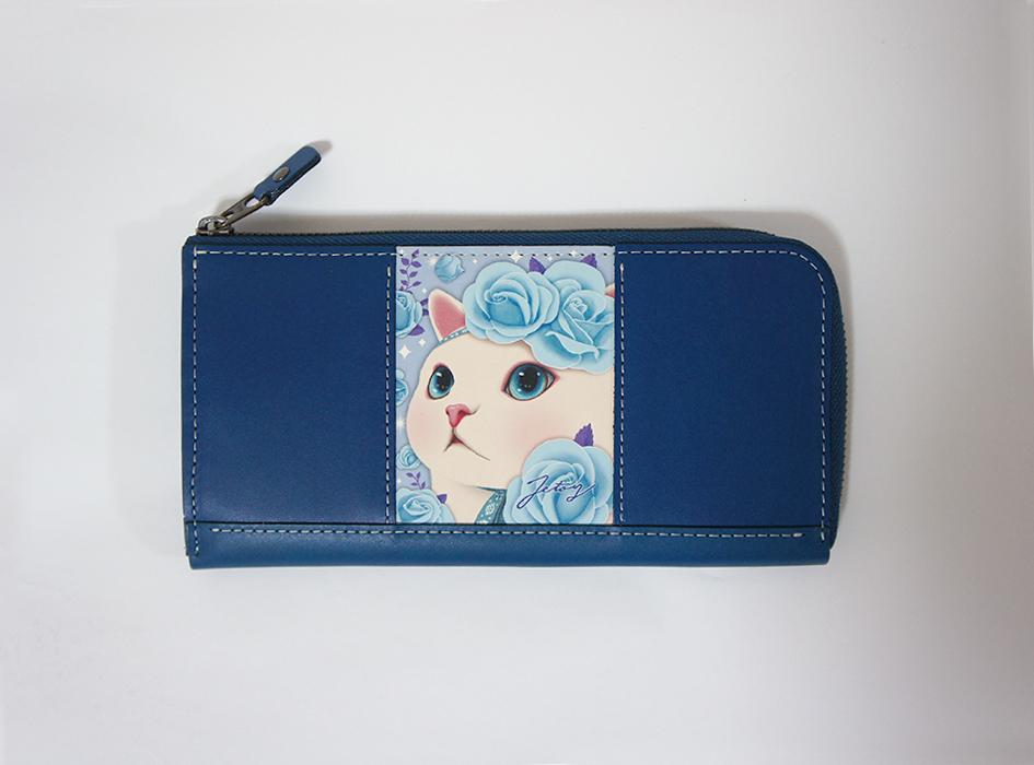 上品かつエレガントな<br>ブルーカラーの本革を使用した<br>上質な長財布は<br>大人女子にぴったり♪