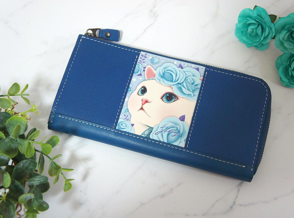 ブルーのバラをあしらった<br>高貴なchoo chooネコが<br>印象的な絵柄<br>【ブルーローズ】の本格的な長財布☆<br>ファスナーは革と合わせて色をチョイス!<br>金属部分はアンチックゴールドになります。<br>※この画像はできあがりのイメージ画像です。