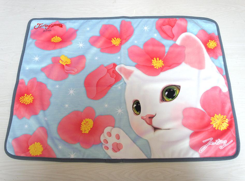 スカイブルーと<br>ピンクの愛らしい花が<br>ベストマッチ☆<br>白ネコのかわいいブランケット♪<br>※画像はイメージです。