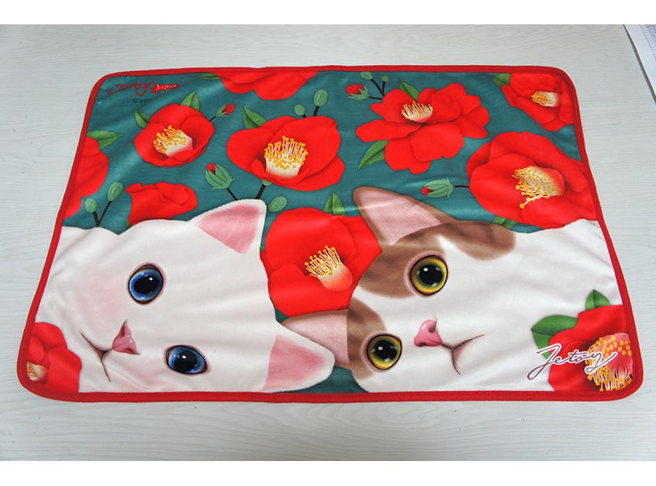 大人かわいい上品なデザイン☆<br>白ネコとキジネコが<br>デザインされた<br>かわいいブランケット(^^)<br>※画像はイメージです。