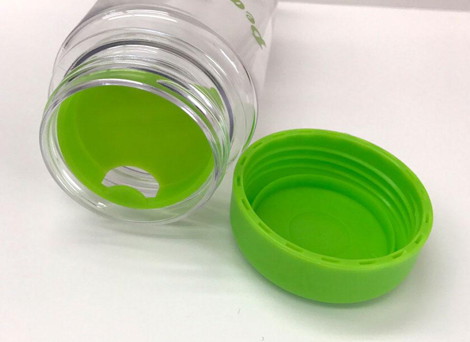 洗いやすくて清潔に保てるボトルキャップ<br>内蓋があるので、氷を入れても飲みやすい!