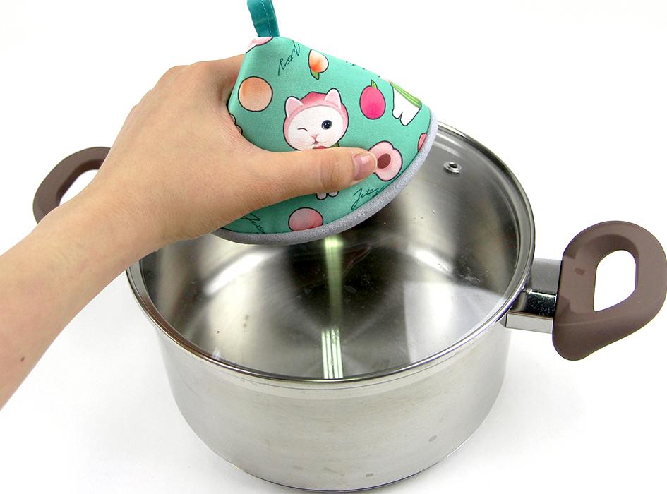 熱くなった鍋のふたに<br>サッとかぶせて<br>そのままお使いいただけます♪