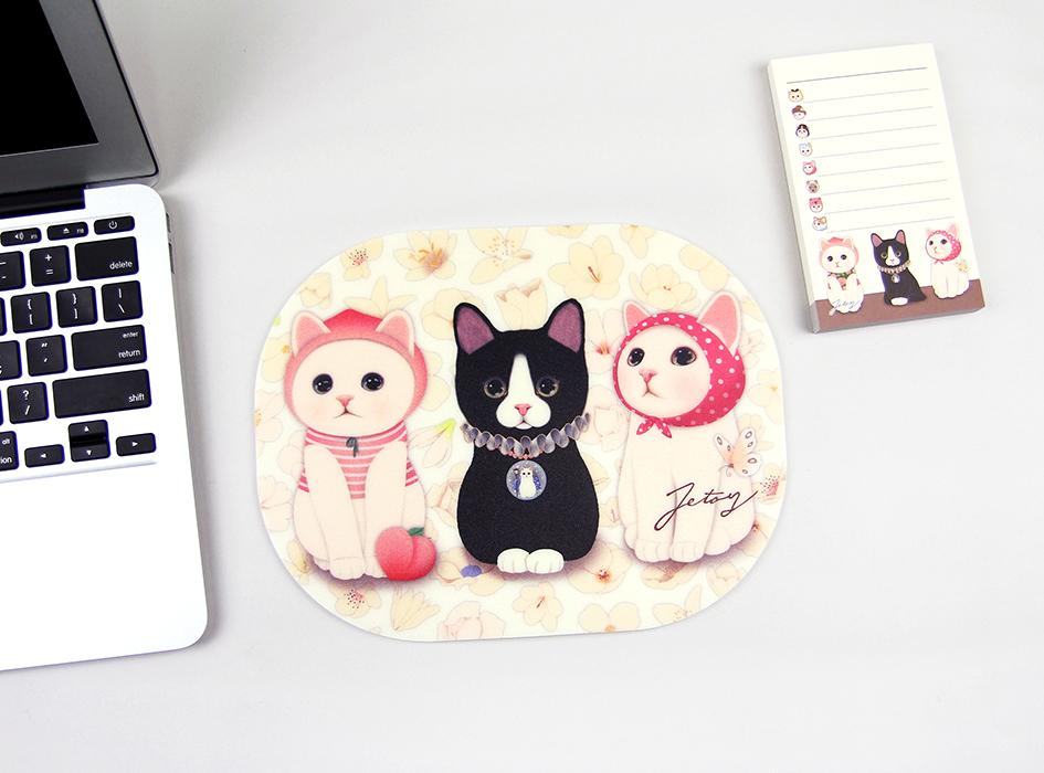 ピーチ猫と黒猫とピンクずきんの<br>珍しい3ショット!<br>なかなかお目にできない、<br>貴重なchoo choo猫ちゃんです♪