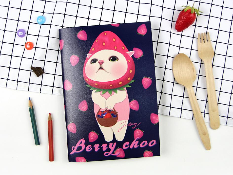 大人気の「いちご猫」が大きく描かれた表紙♪<br>使い勝手のよいA5サイズのノートです!