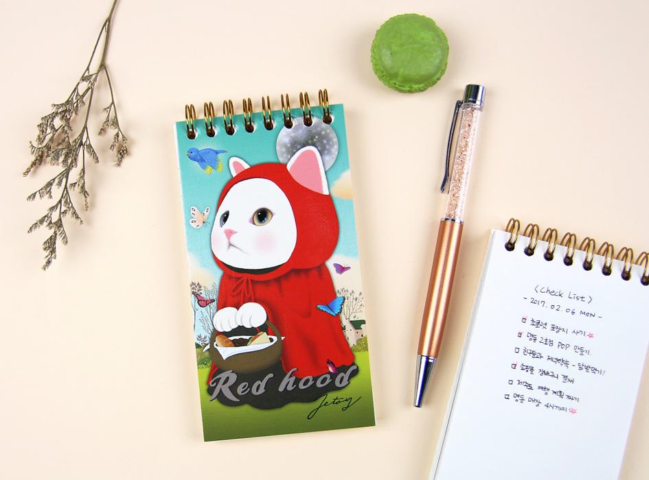 赤ずきん猫が大きく描かれた表紙!<br>縦長で持ちやすいデザインのリングミニノート<br>