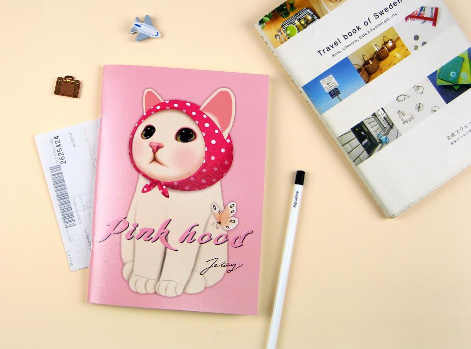 ピンクずきん猫が大きく描かれた表紙!<br>持っているだけで楽しくなるノートです♪<br>