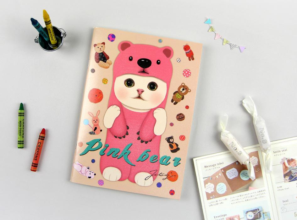 クマの着ぐるみを着た白猫、<br>ピンクベア猫の表紙が楽しいノートです♪<br>