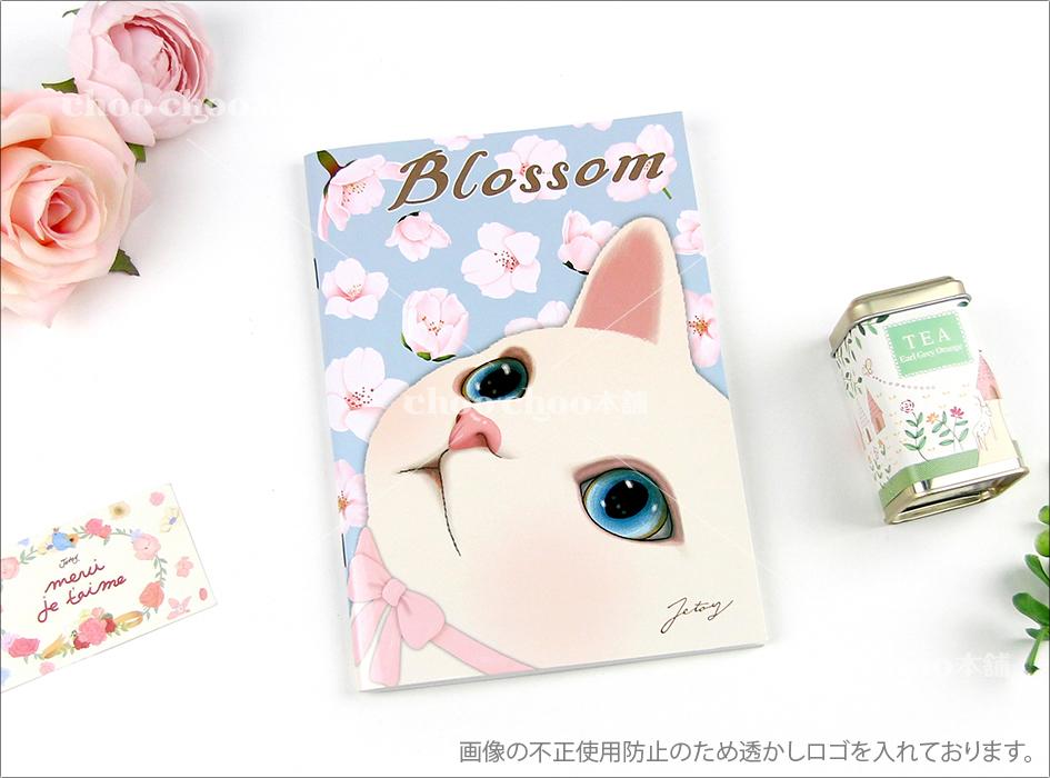表紙には満開の桜の花と、<br>それを見上げる白猫が<br>美しく描かれています♪