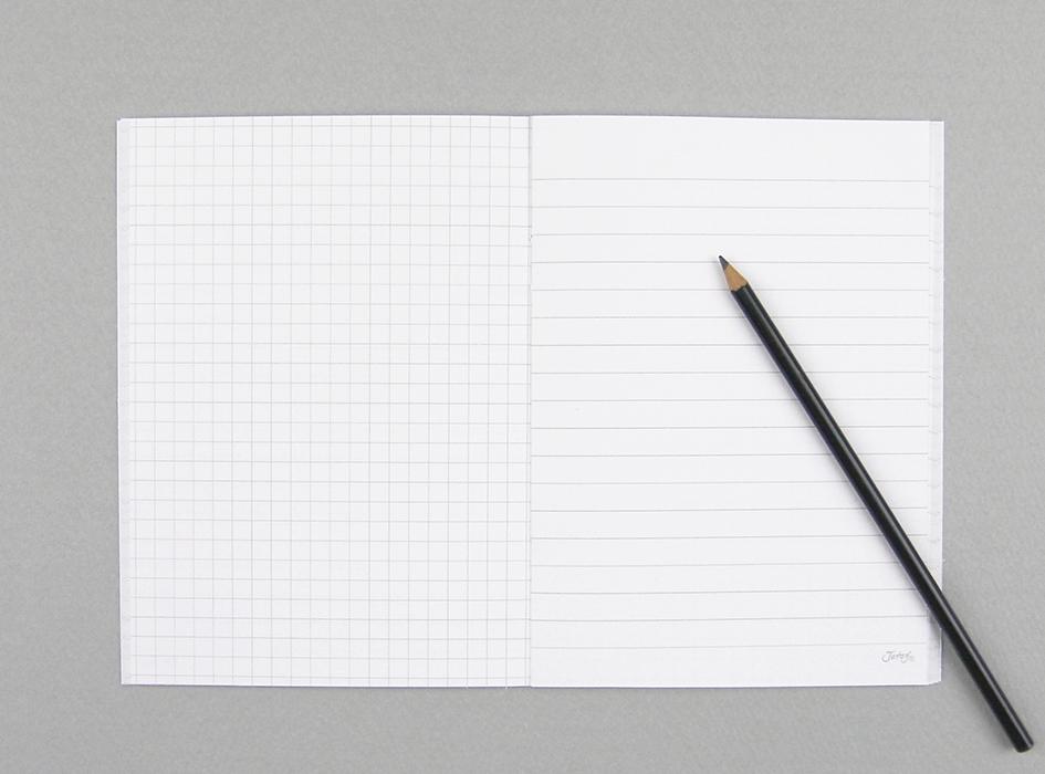 中は、方眼紙と羅線の<br>ノートになっているので<br>用途に合わせて使いやすい♪