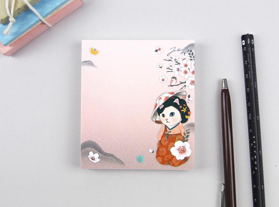 美しい白ネコが人目をひく<br>【ミョンウォル】のメモパッド♪<br>ピンクベースの<br>上品なデザインがすてきです♪