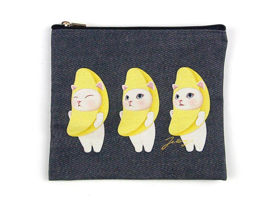 表には、バナナ猫が3匹デザインされています♪<br>黒をベースにしたポリコットン素材をメランジ加工で仕上げていてオシャレ♪<br>