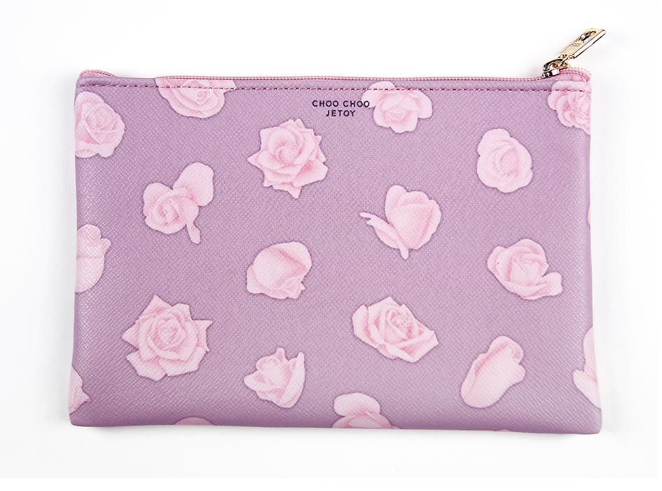 ダークピンクの背景に<br>ライトピンクの花がとってもおしゃれ◎<br>裏面の上部には<br>【CHOO CHOO JETOY】のロゴが♪
