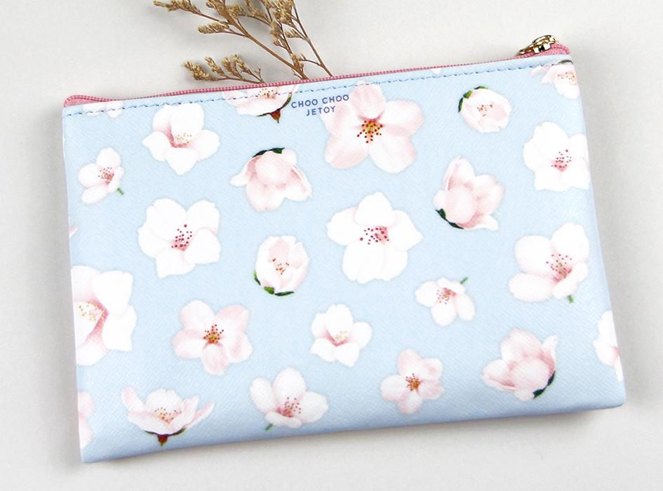 裏面も桜の花びらが<br>たくさんデザインされています♪<br>爽やかなパステルブルーと<br>ピンクの花のコントラストが<br>すてきです☆