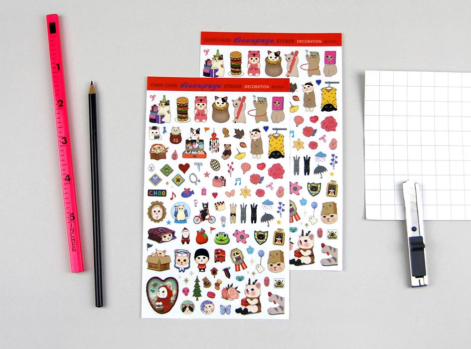 いろいろな形やデザインのchoo chooが<br>盛りだくさんのデコパージュシール!<br>2枚セットになっています◎